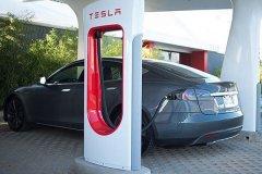 中美电动汽车标准化工作将启动 特斯拉有望兼容国标充电桩