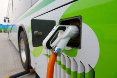 布局新能源汽车 关注锂电池及充电桩细分领域