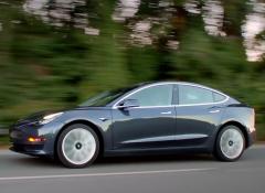 特斯拉紧急接洽三星LG 或为Model 3采购锂电池