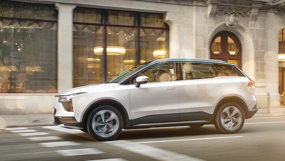 业内普遍上调我国新能源汽车销量预期 今年或超250万辆