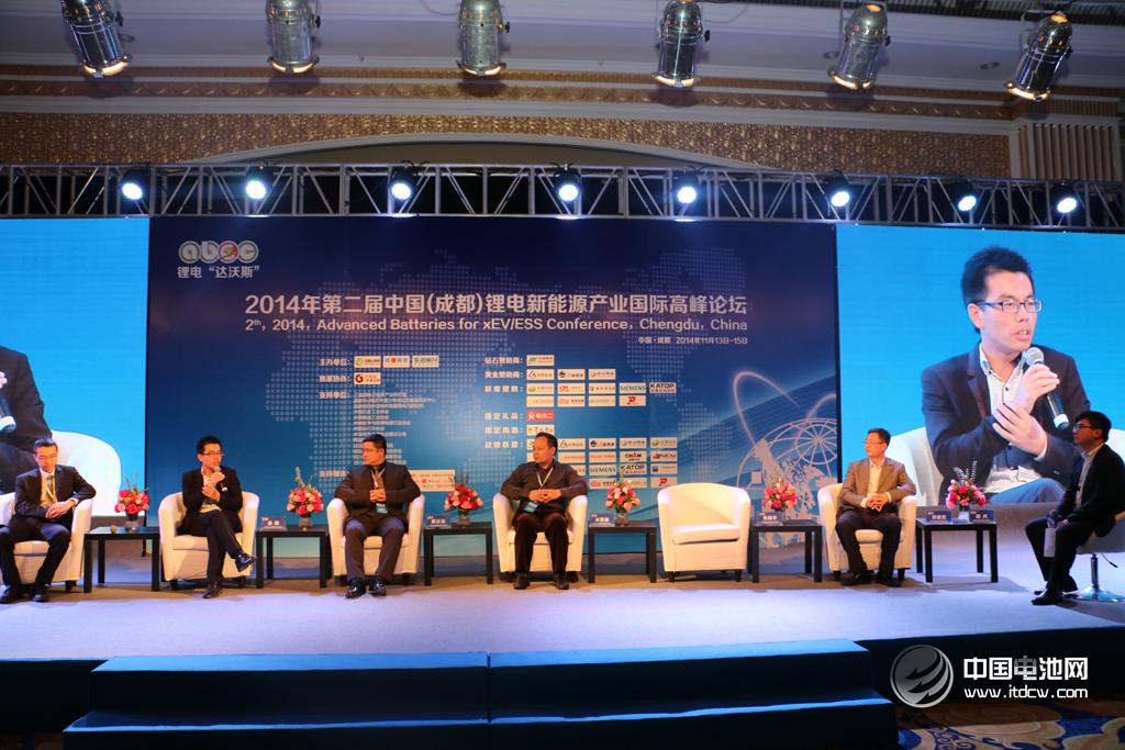 """锂电""""达沃斯""""在蓉举行 专家支招四川新能源汽车产业"""