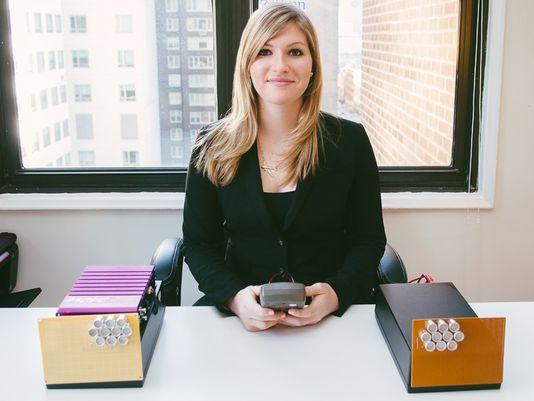 美国25岁美女发明家打造最强无线充电器