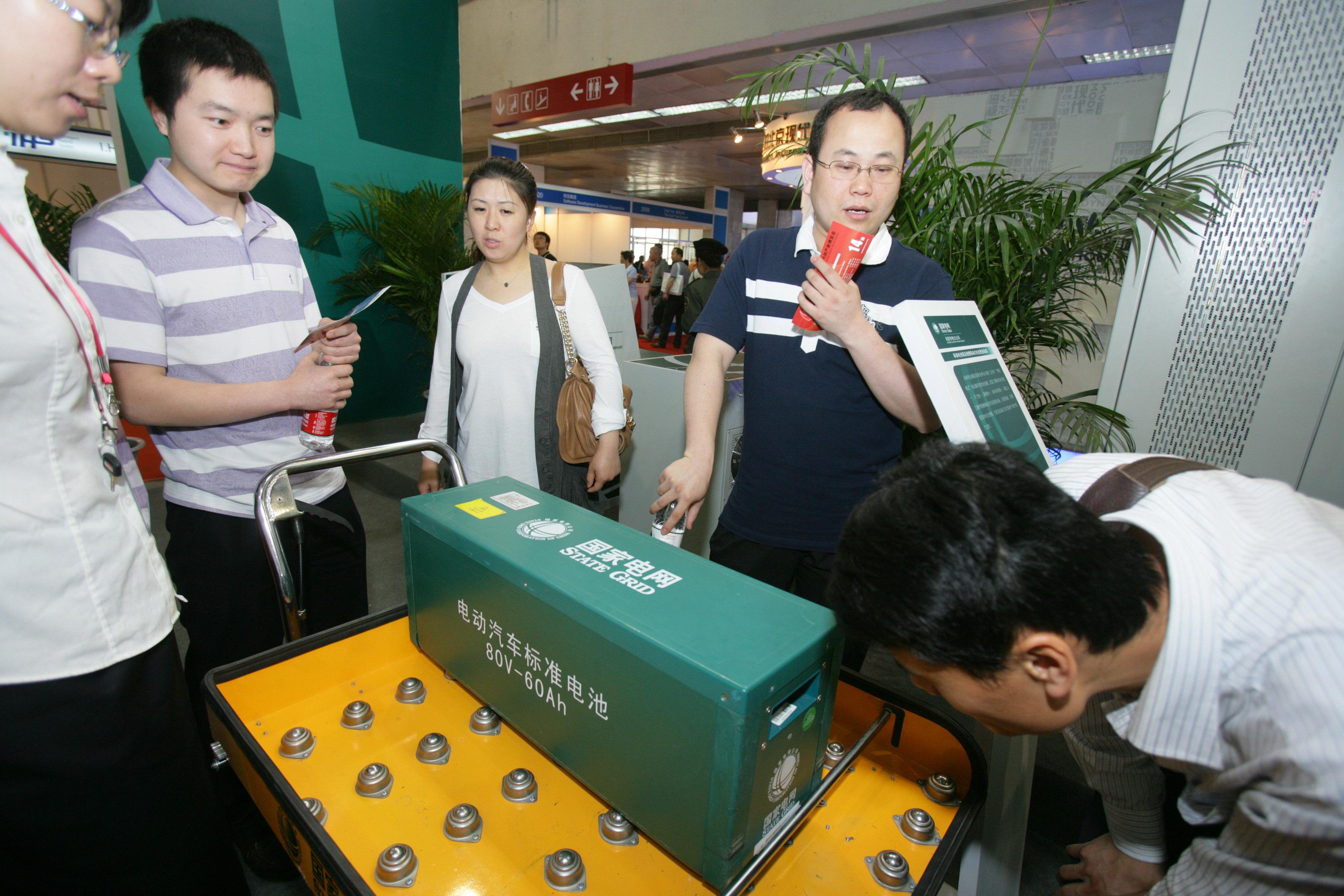 北京纯电动车不再限行 新建建筑须配充电停车位