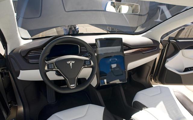 女性也爱电动车?特斯拉Model X订单超半数为女性
