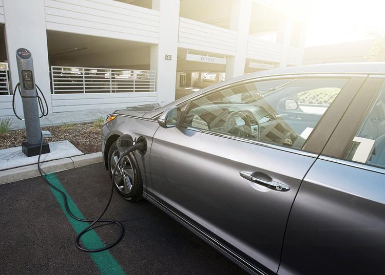 现代汽车IONIQ电动环保车面世 单次充电可绕济州岛一圈