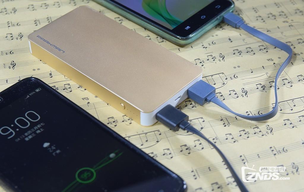 将土豪金装进口袋:贝赫曼波士T2移动电源测评