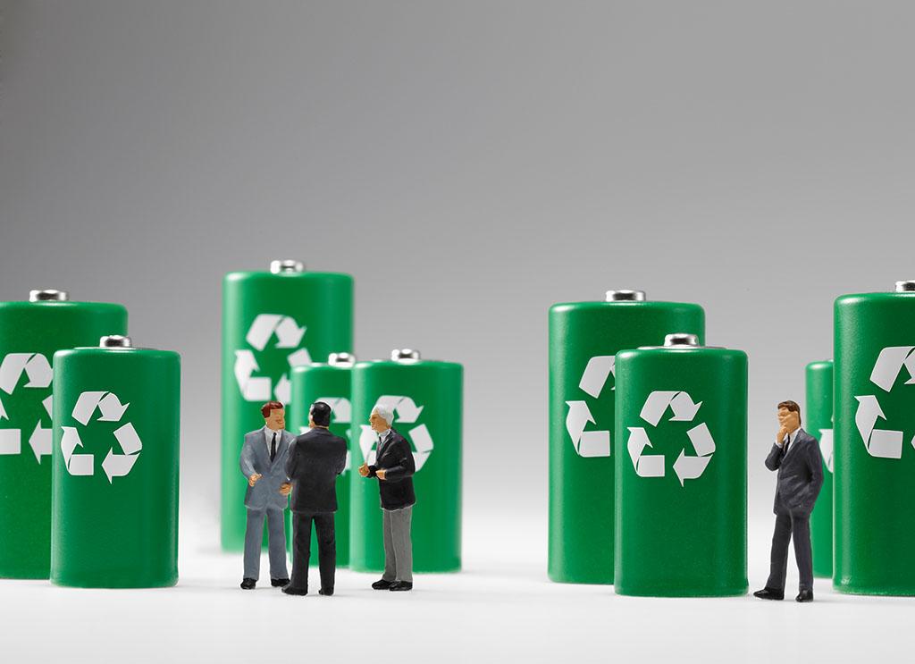 4-5年后新能源车电池大量退役 回收利用呼唤标准支持