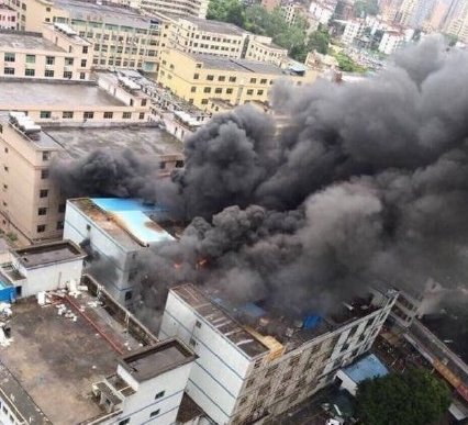 深圳龙华美拜电子工厂着火爆炸 3名消防员受伤