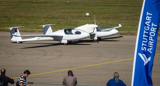 首架4人座混合燃料电池飞机在德国试飞