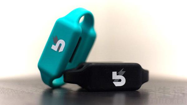 世界首款手环移动电源Boost Band正式发布