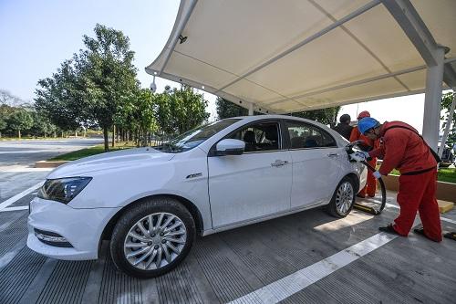 德汽车巨头欢庆在华丰收 德媒警告:或被中国电动车抛离