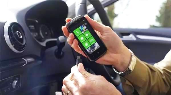 科普:开车给手机充电后果居然这么严重!