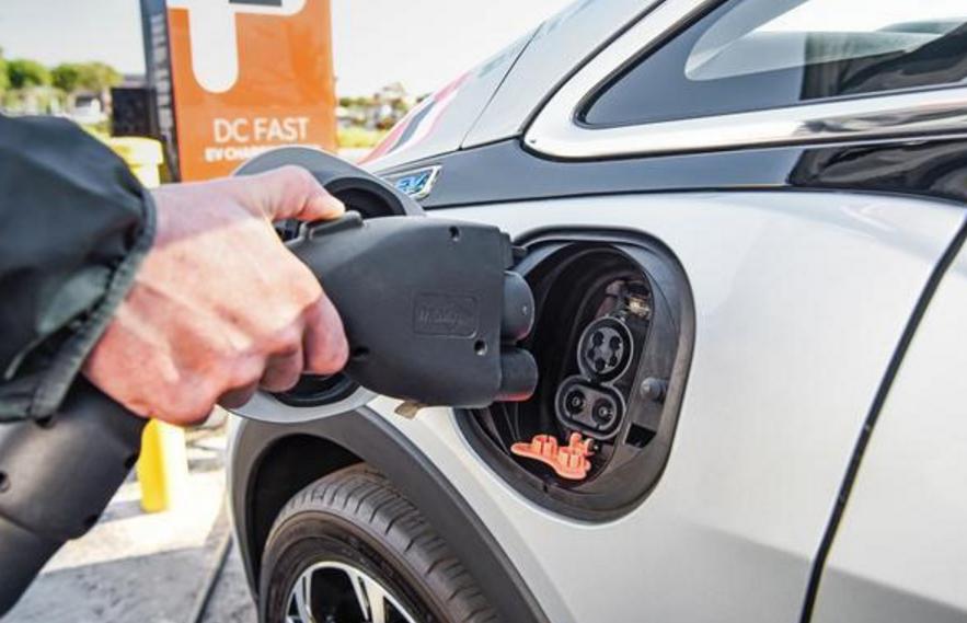 推倒地方推广第一块多米诺骨牌 海南2030年前新能源车全岛化