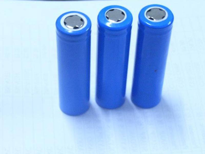 半年报预喜逾七成 锂电池产业链相关公司业绩增长强劲