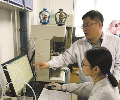 """""""碳""""究者天津大学杨全红:给锂电池来场大瘦身"""