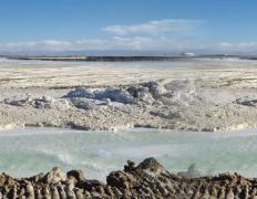 藏格控股在建碳酸锂年产能2万吨 氯化锂资源储量近200万吨
