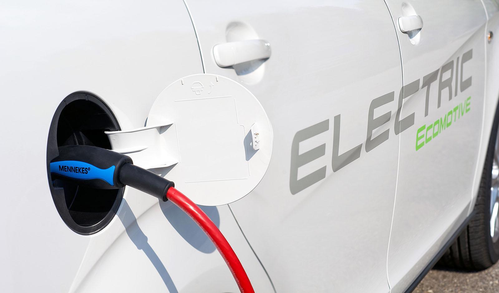 张厚明:遏制新能源汽车产能过剩势头刻不容缓