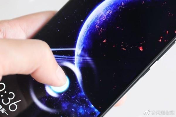 荣耀产品副总裁熊军民:Magic 2将采用石墨烯技术