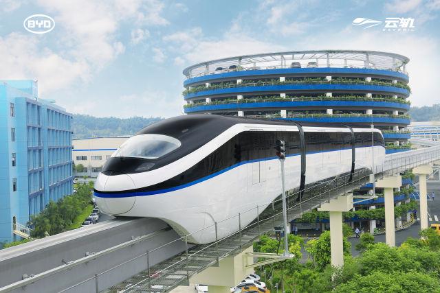"""比亚迪王传福:未来汽车是""""长了腿的超级手机"""""""