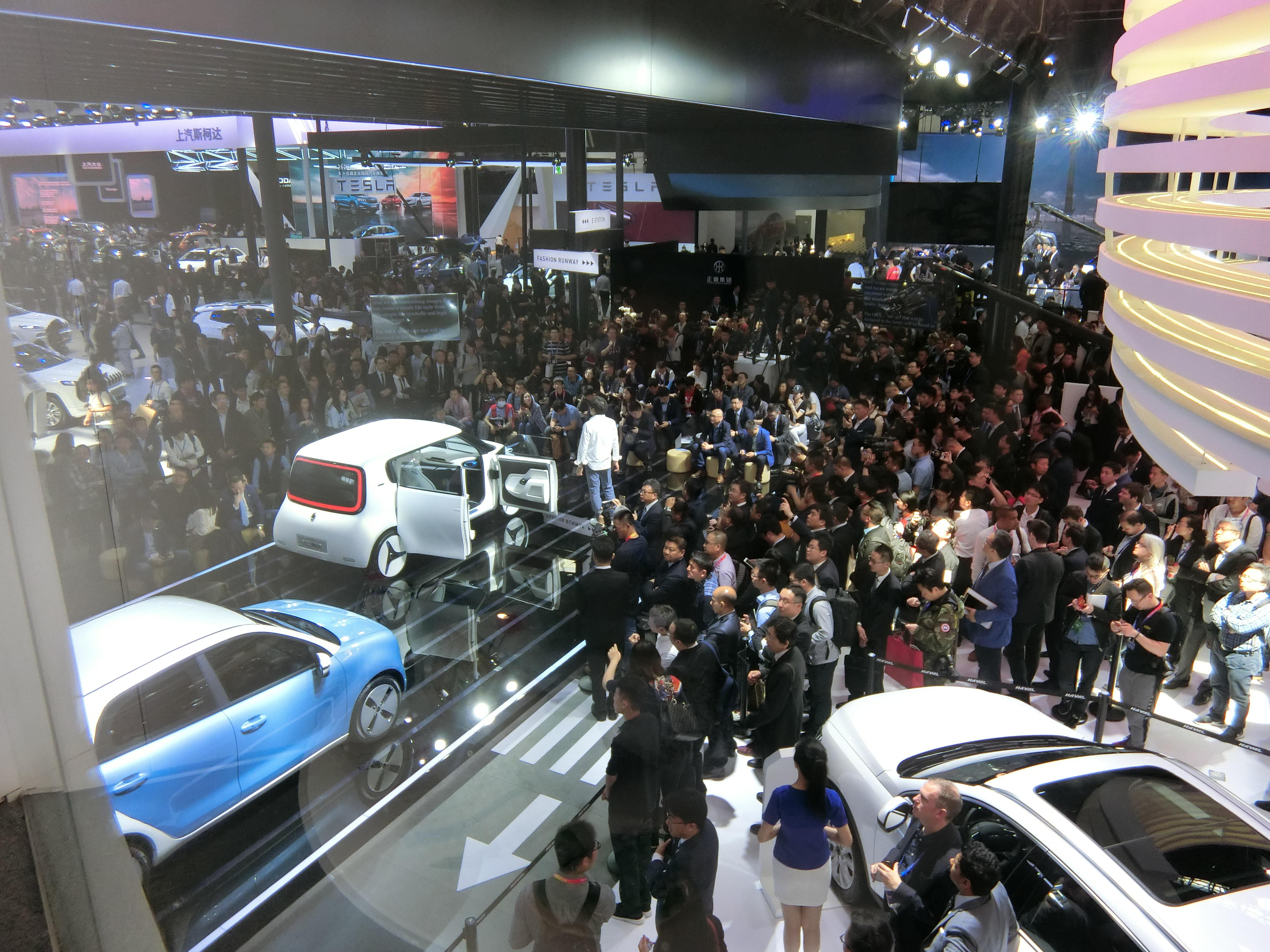 """车企""""期末考""""广州车展开幕 新能源汽车数量和品质均有提升"""