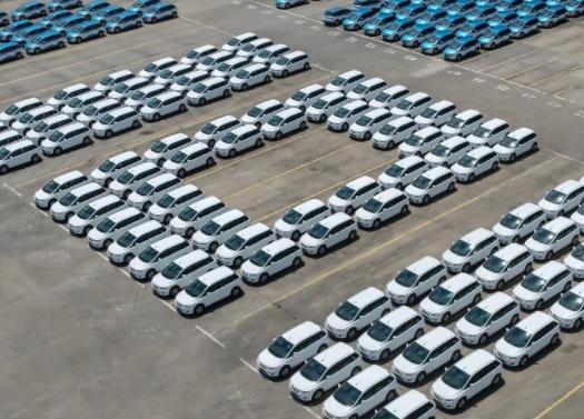 """新能源汽车如何实现华丽转身?削减补贴助推重""""质"""""""