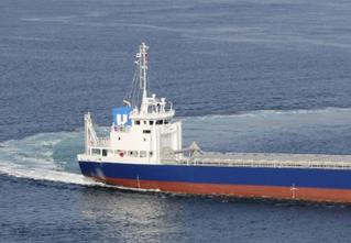 日本首艘锂电池混动货船亮相 纯电续航长达6小时