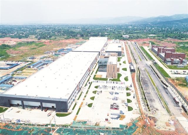 位于成都欧洲产业城的华鼎国联动力电池产业化基地