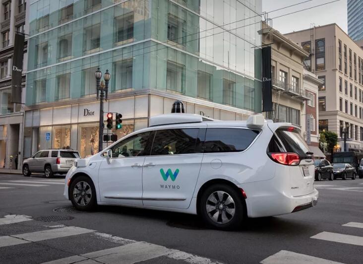 自动驾驶出租车该用哪个:燃油、电动、还是氢燃料?