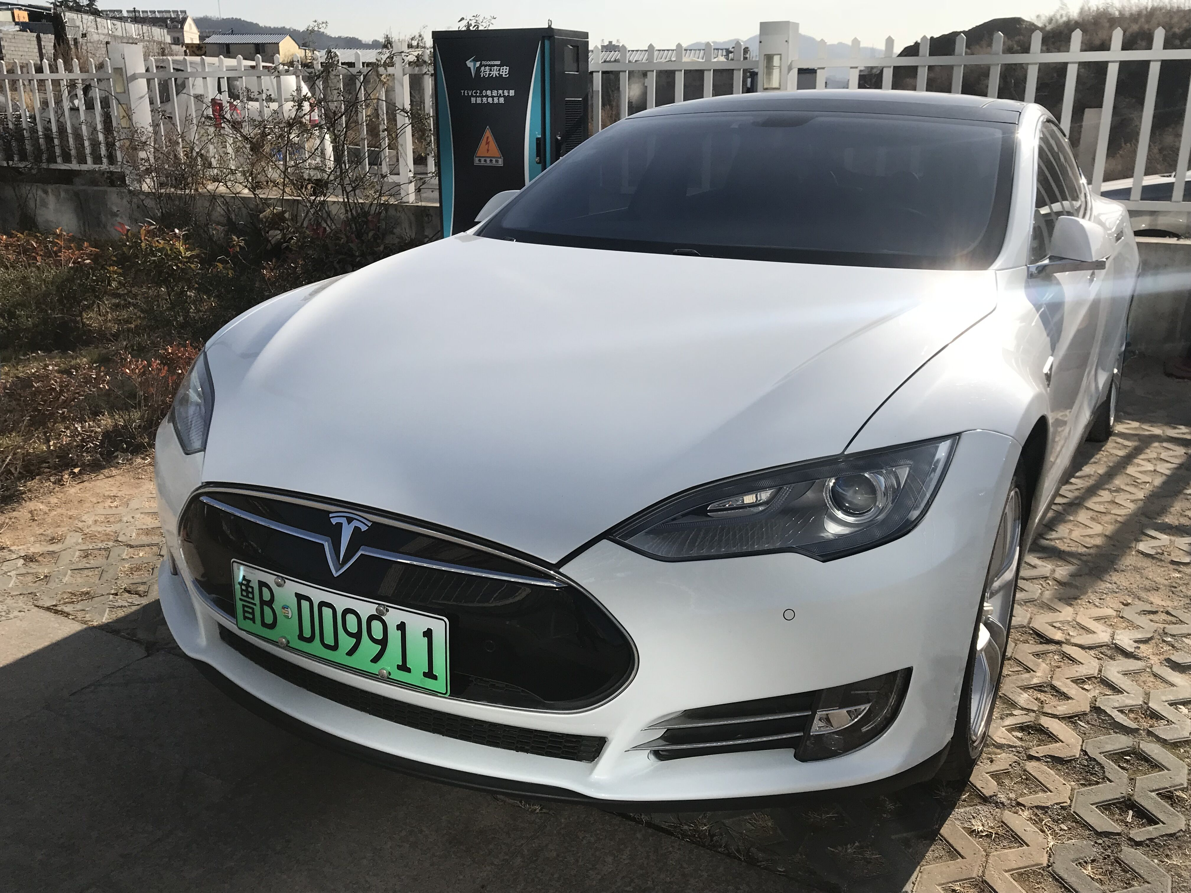 特斯拉引爆新能车板块 新能源汽车产业得电池者得天下