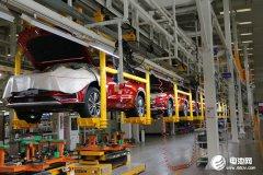 """新能源汽车发展观察之一:产销重回""""快轨"""" """"头部效应""""显现"""