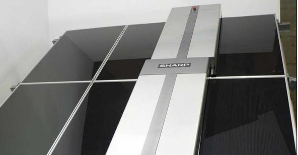 夏普展出清洁光伏电站太阳能电池板机器人
