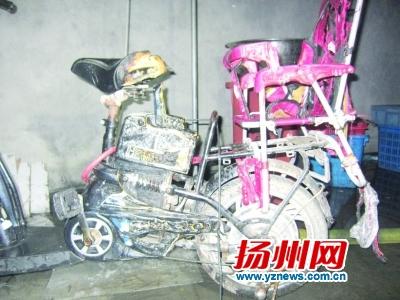电动车充电爆炸引燃布料仓库 充电超过8小时存隐患