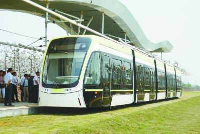 麒麟现代有轨电车昨成功上线试跑 设计时速达70公里