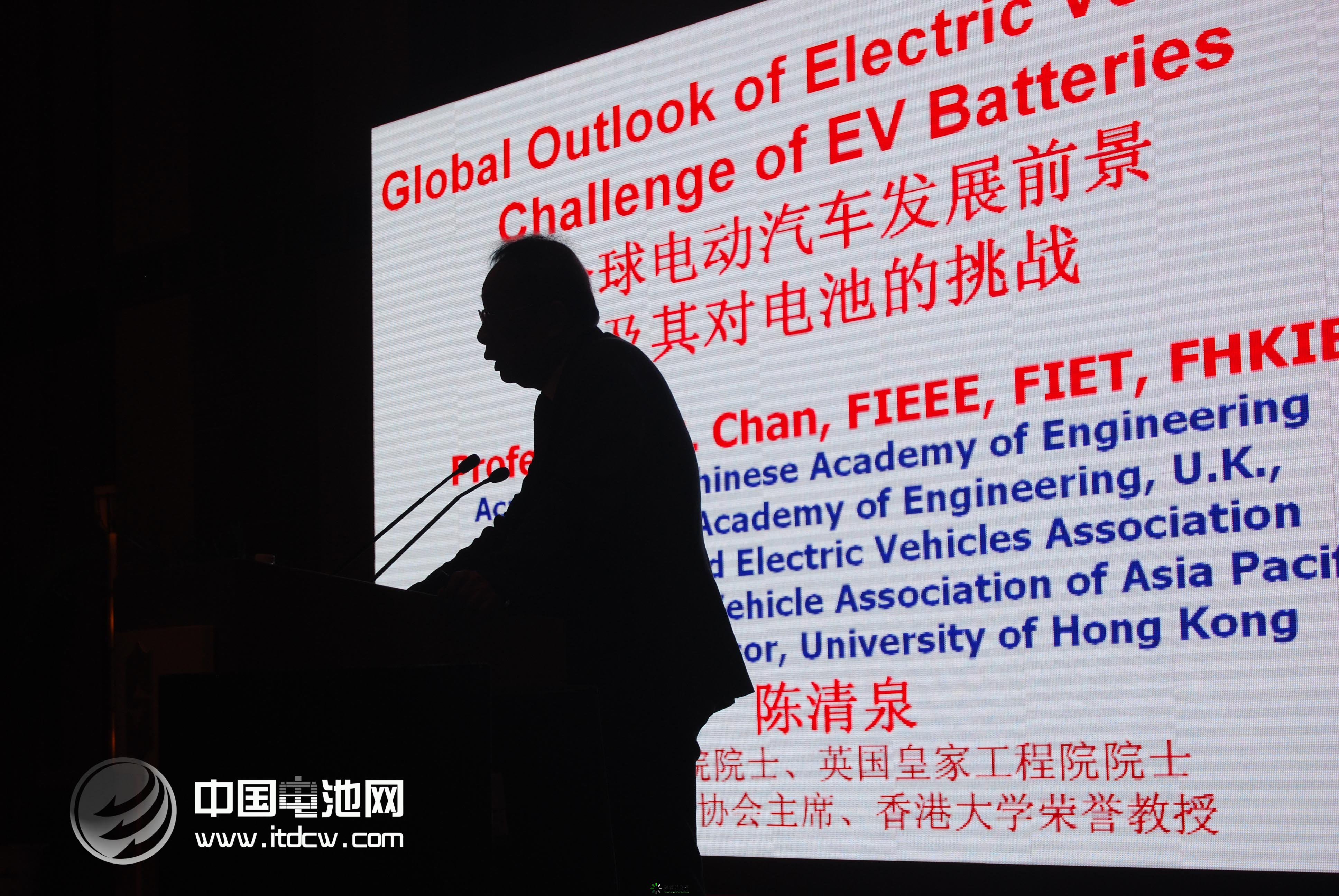 锂电将爆发式增长   从发展历程来看,动力电池分别经历了铅