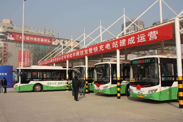 石家庄首批25辆纯电动公交车上路运行