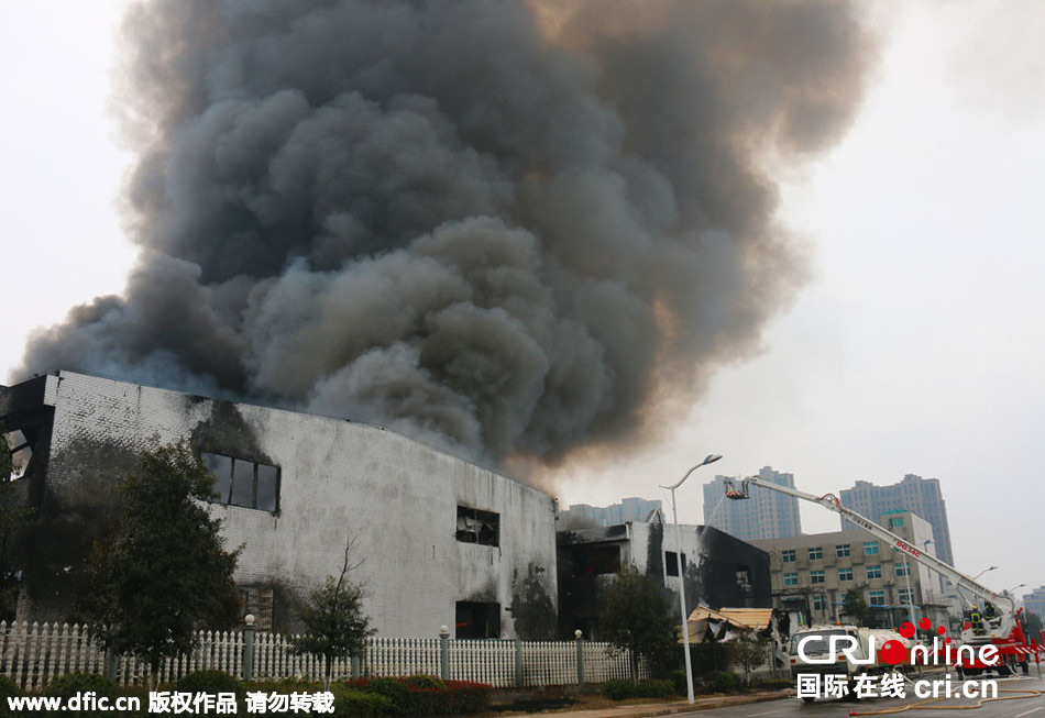 湖南宁乡海纳新材料发生爆炸 浓烟漫延数公里