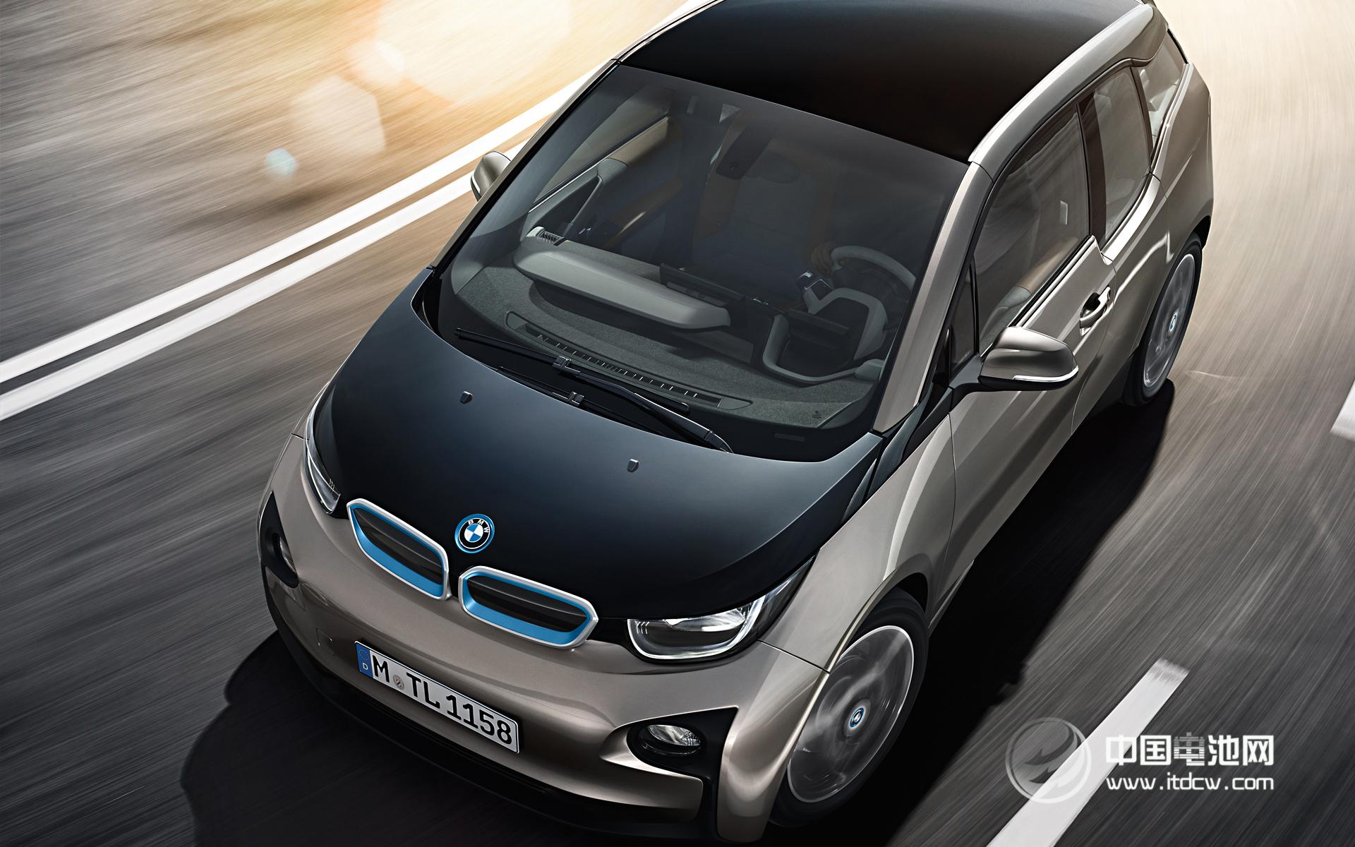销量以实现厂家平均油耗指标是必然选择,而另一方面,其作为独立的公司更容易做出决策;同时,节能减排也是这个高档汽车品牌赋予自己的企业使命和社会责任。据了解,宝马集团从1972年起就一直保持对电力驱动车辆的科技储备,并早在2002年提出BMW高效动力战略及分期目标,确立了在2010~2020年大举推广电力驱动车辆的路线图。         过去10年,宝马在优化内燃机效率方面成绩卓著,而电动汽车研发的推进步伐也非常扎实。2008年开始,MINI E在欧美及中国开展全球最大规模的道路实测,加上第二款测试车型B