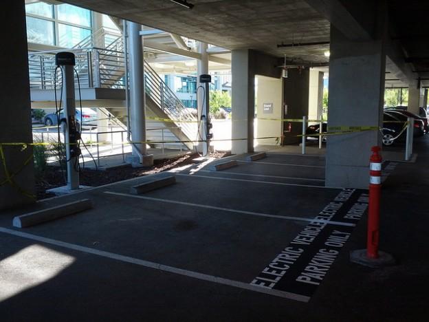 <b>电动车进驻大楼 美国ChargePoint 推出公寓用电动车充电座</b>