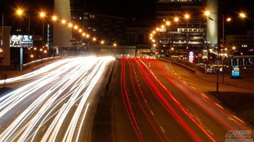 边跑边充电?英国拟研究公路无线充电技术