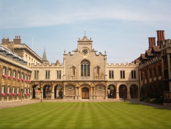 剑桥大学开发出锂空气电池 能量密度提高10多倍