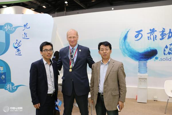 中国电池网创始人于清教、赛迪顾问吴辉与CATL高管合影