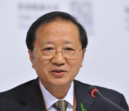 陈清泰:热肠冷眼再议电动汽车产业发展