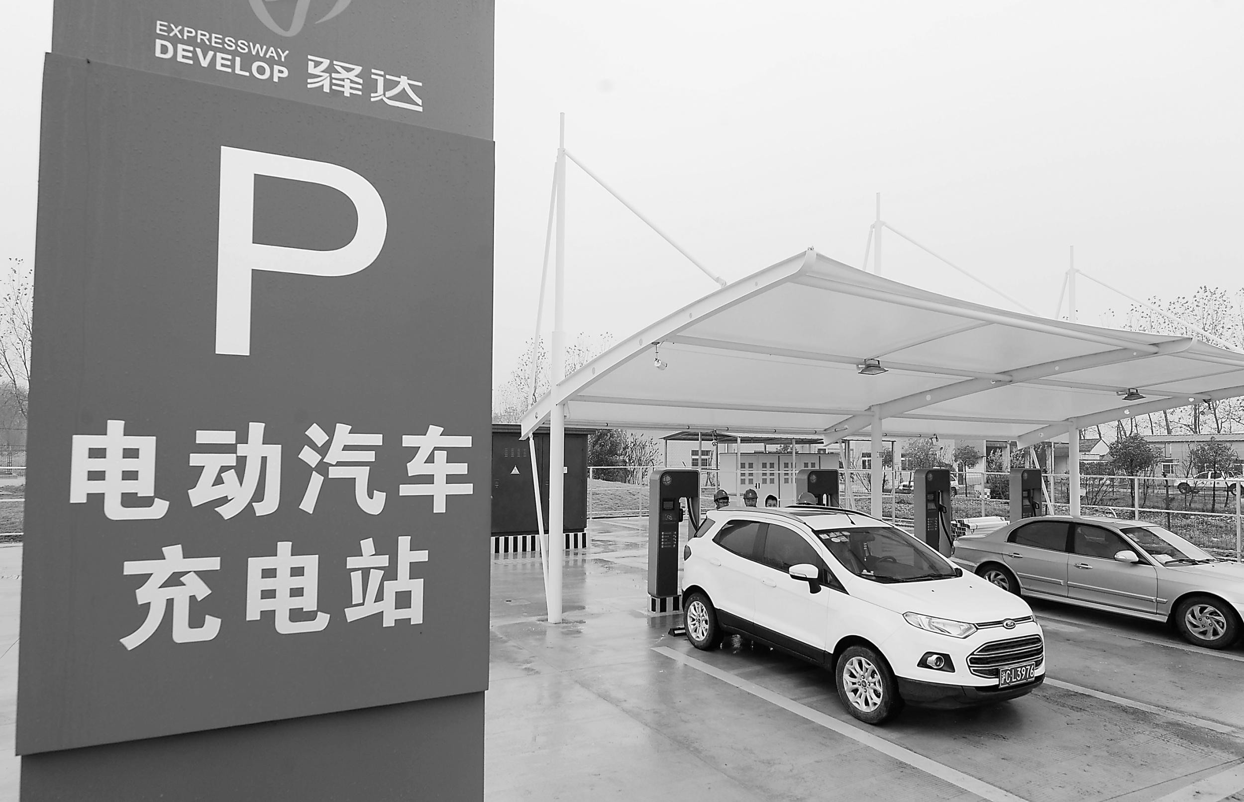 年内上海市区及高速路充电将全覆盖 新增充电桩4000个