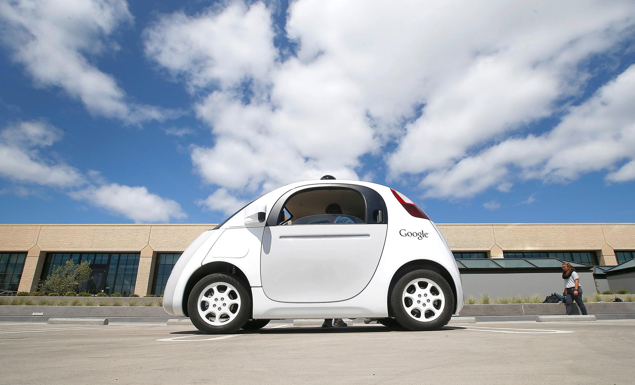 无人驾驶车推向前台.   李彦宏建议,应从国家层面对无人驾驶高清图片
