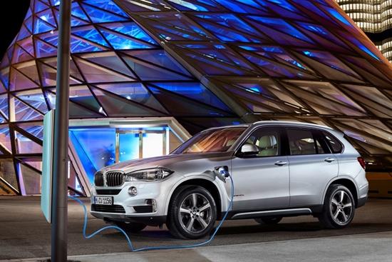 汽车行业整体低迷 为什么是新能源车杀出重围?