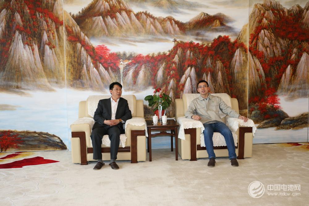 杉杉能源总经理彭文杰与中国电池网CEO于清教合影