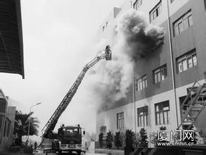 厦门海沧一锂电池厂起火 28部消防车参与救援