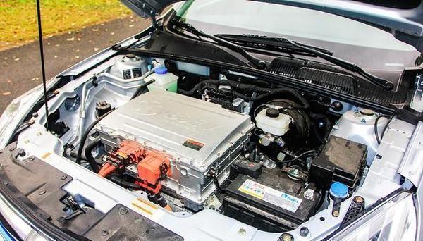 电动车爆发最大赢家:碳酸锂企业利润同增超八倍