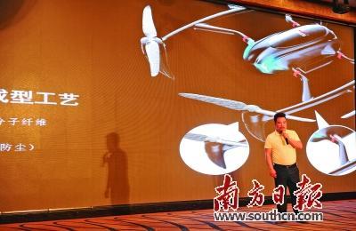 科比特创始人卢致辉在发布会上介绍氢燃料电池无人机。马芳 摄