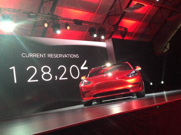 特斯拉季度财报下周公布,如何满足Model 3订单成最大疑问